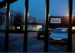 Vandaag wordt er weer gewerkt bij Galva Belgium in Houthalen-Helchteren. De werknemers krijgen een loonsverhoging van 25 cent per uur en in een eenmalige netto premie van 900 euro. Gert Devocht