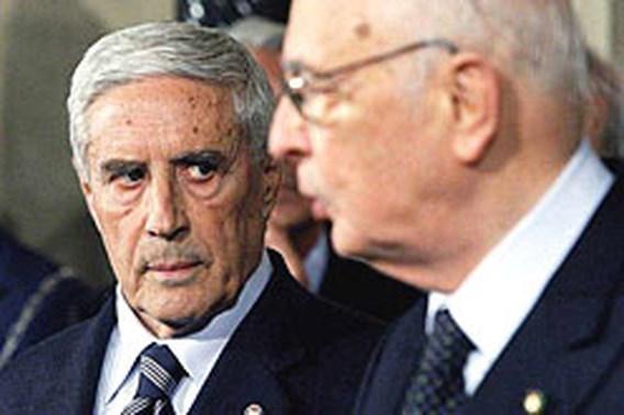Napolitano stuurt senaatsvoorzitter veld in
