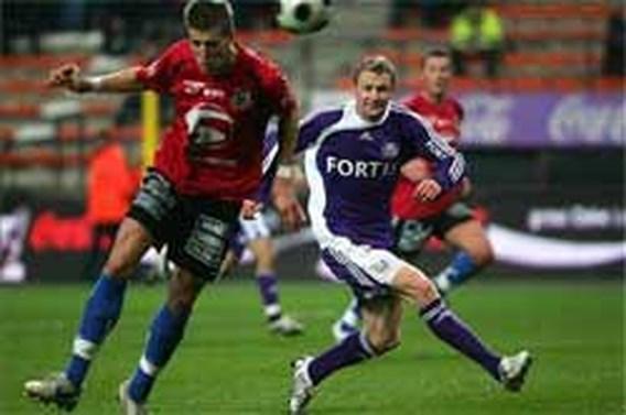 Twee goals van Vlcek  tellen Dender uit