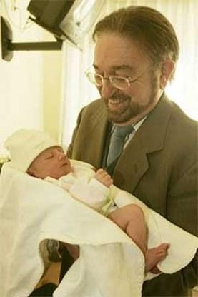 Herman De Croo voor het eerst grootvader