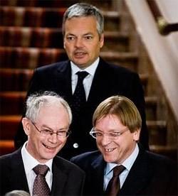 Herman Van Rompuy (l.), Guy Verhofstadt en Didier Reynders (achteraan) op 15 november 2007. wdk<br>