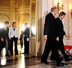 194 dagen na 10 juni legt de interim-regering Verhofstadt III de eed af.belga<br>