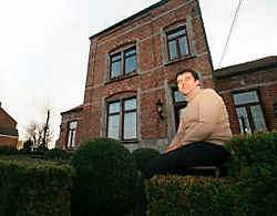 Alain Vaes voor het Katarakt-huis: waar zijn zijn kasten? mdg