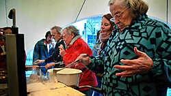 Tweehonderd Marolliens leerden gisteren wafels bakken van professionele koks. Herman Ricour<br>
