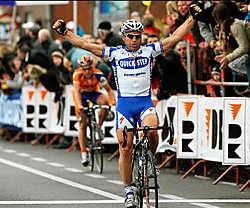 Steven de Jongh klopt Sebastian Langeveld in de spurt. 'Ik ben niet trots op de manier waarop ik die laatste kilometers reed, maar ik had geen andere keuze', zegt de renner van Quick Step.photo news<br>