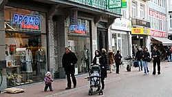 Voortaan mogen ook winkels aan de kust enkel openblijven op zondag als ze deelnemen aan een evenement. Norbert Minne