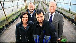In de zorgboerderij in Heers poseren Hilde Weckhuysen, Theo Monard, Erwin en Marc Vandeput. <br>Mine Dalemans<br>