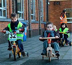 Van de kleinste kleuters tot de laatstejaars, iedereen fietste gisteren mee. Lily Leys