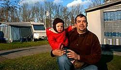 Ronald Raspoet woont met zijn gezin op provinciaal domein De Gavers. 'Maar het wordt veel te duur.' Carol Verstraete