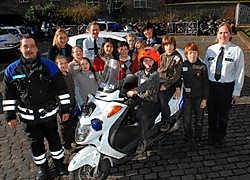 Na de theoretische uitleg mochten de leerlingen eventjes de scooter testen.Michel Vannauville