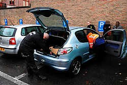 De politiezone onderzocht 45 voertuigen op drugs aan de invalswegen rond de uitgaansbuurten en de megadancing Lagao in Menen.Patrick Holderbeke