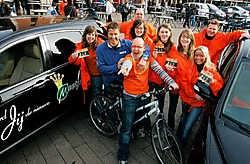 Onze reporter, Geert Faes en Vital Borkelmans hadden het duidelijk naar hun zin tussen het promoteam van Miss Meetjesland. Michel Moens