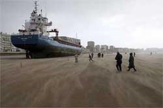Vrachtschip gestrand voor kust Frankrijk