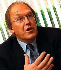 'Het is belangrijk dat we de nodige werken zullen kunnen uitvoeren om aan de licentie te voldoen', zegt KVK-voorzitter Joseph Allijns. Patrick<br> Holderbeke<br>