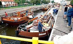 Het kanaal Brussel-Charlerloi vierde vorig jaar zijn 175ste verjaardag. Dit jaar werd het aanbod gevoelig uitgebreid met een kanaalomnibus en meer boottochten vanuit Halle.Yvan De Saedeleer