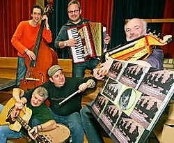 De groep bestaat uit veertigers en vijftigers uit de streek die elk hun eigen muzikale ervaring inbrengen Koen Merens