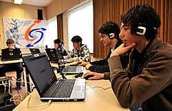 De leerlingen namen niet onvoorbereid plaats voor een van de tien klaarstaande examencomputers.Florian Van Eenoo
