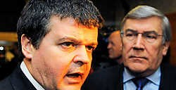 Open VLD-voorzitter Bart Somers (links) en zijn CD&amp;V-collega Etienne Schouppe kibbelden gisteren over de achtste Vlaamse ministerspost. belga<br>