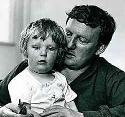 Hugo Claus en zijn oudste zoon Thomas Pieter Achilles.Archief De Standaard<br>