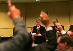 Nadat een Vlaamse meerderheid in november 2007 de voorstellen over de splitsing van BHV had goedgekeurd, riep de Franse Gemeenschap een belangenconflict in. Daardoor kwam een reeks overlegrondes op gang. pn<br>