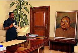 President Joseph Kabila in het Palais de la Nation in Kinshasa, onder het wakend oog van zijn vader, Laurent-Désiré Kabila.belga<br>