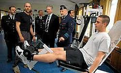 Gouverneur Stevaert bezocht gisteren de militaire school op Saffraanberg in Sint-Truiden.Gert Devocht.<br>