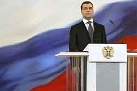 Medvedev bemoeit zich met Opel-verkoop