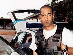 Oplichter Jean-Claude LaCote werd in Zuid-Afrika beroemd als maker van de documentairereek 'Duty Calls' over de politie. rr<br>