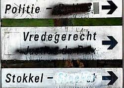 Op het eerste gezicht is het kabinet van minister Inge Vervotte niet echt een discrete locatie, maar via de achteringang kunnen de politici onopgemerkt in- en uitrijden. Bart Dewaele<br>