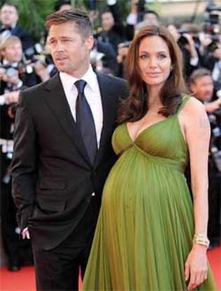 Angelina Jolie bevallen van tweeling