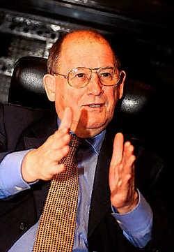 Gilbert Seynaeve had het 27 jaar voor het zeggen in Wevelgem nadat hij ook al zes jaar burgemeester van Gullegem was geweest. Patrick Holderbeke<br>
