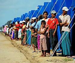 Birmese slachtoffers van de cycloon Nargis mogen nu toch internationale hulp ontvangen.ap<br>