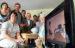 Bewoonster Laura Plateau is het stuurteam van de Animafeesten dankbaar voor de lcd-tv met vlak scherm. David Stockman