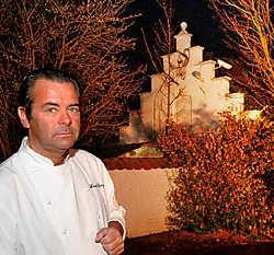 Danny Horseele bij zijn voormalige restaurant 't Molentje, dat failliet verklaard is. Michel Vanneuville