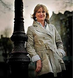 Minette Walters: 'De enige schrijvers diemoedig genoeg zijn om over de politieke actualiteit te schrijven, zijn thrillerschrijvers.'Merlijn Doomernik<br>