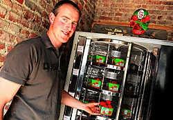 Koen Depraetere biedt tien maanden per jaar zijn aardbeien aan op de Plaats met een aardbeienautomaat.Patrick Holderbeke