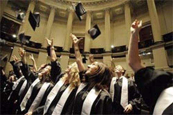 Studenten Universiteit Gent studeren af in toga