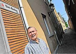 Heemkundige Antoine De Smet heeft een zwak voor de Sint-Rochus en Liefkenswegels. 'De buurt werd vroeger de achterwijk van Gavere genoemd.' Guy Van Den Bossche