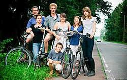 Een jaar na de eerste actie voor een goed fietspad, is er nog altijd niet veel gebeurd op de Bonheidensteenweg.<br> Inge Van den Heuvel