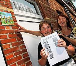 Peggy Teerlinck en Linda Dhaenens verwensen de vandalen of 'grapjassen' die hun zoektocht belagen.mm