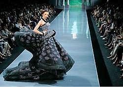 Een droomjurk met spectaculaire volumes bij Dior.photo news<br>