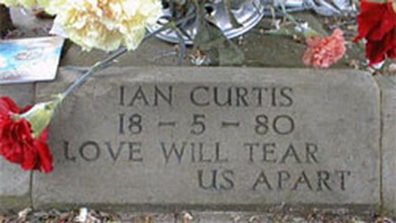 Grafsteen Ian Curtis gestolen