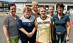 KAPELLE-OP-DEN-BOS Het vrouwenteam van de Dartsclub de Blunders heeft voor de derde keer op rij de tienkamp van ludieke volksspelen van de sportraad van Kapelle-op-den-Bos gewonnen. Uitbaatster Christelle Scruel van café de Sportarena wist haar team te ve