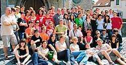 ZEMST Jeugd International Zemst, kortweg JIZ, haalde een zestigtal jongeren uit verschillende landen naar hier. Spanjaarden, Polen, Slovenen, Nederlanders, Italianen, Turken, Israëliërs, Roemenen en Belgen tussen 16 en 20 kunnen mekaar zo beter leren kenn
