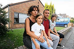 De door de brand getroffen familie Jan en Sarah Maus met hun kinderen. Michel Vanneuville<br>