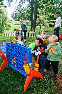 <br> OOSTENDE Met een grote show en heel wat animatie en activiteiten werd zaterdag Kids@Oostende afgesloten in het Leopoldpark. Er waren optredens van Dora, Tonya, Timo Descamps en de Nederlandse meidengroep Kus. Naast de show bleek vooral het Lego-palei