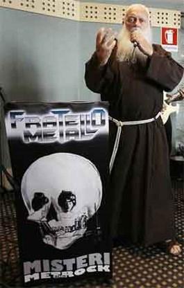 Geestelijke zingt heavy metal