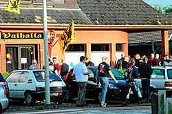 Blood & Honour organiseerde het feestje in club Valhalla Vlaanderen. Er waren geen incidenten. Ton Wiggenraad