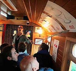 In Claeys' knusse caravan krijgt u de eerste beginselen van het Gentse dialect.gia