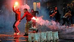Aanhangers van Radovan Karadzic protesteerden gisteren in Belgrado tegen zijn aanhouding. afp<br>